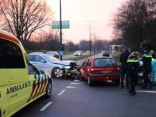 Twee auto's botsen in Maarssen, één bestuurder naar het ziekenhuis