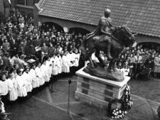 Waarom het paard van goedzak Sint Maarten in Utrecht de slang van het nazisme vertrapt
