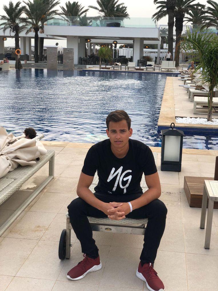 Brent Van Eccelpoel (23), één van de Vlamingen in hotel Les Orangers.