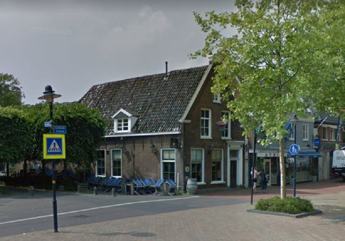Het steekincident vond plaats voor de deur van café Pietje Bel aan de Zuidkade in Drachten.