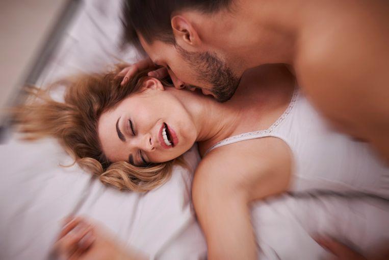 """""""Vreemdgaan maakt dat ik een betere vrouw ben voor mijn man."""" Die zin lijkt op het eerste gezicht niet te kloppen. Maar voor Marie-Lore (30), die geregeld even wegspringt uit haar relatie om ook eens iets anders te beleven dan lepeltje-lepeltje vrijen, klopt het helemaal. De minnaar in haar leven is haar beste vriend. """"Ik sta ervan te kijken hoe gemakkelijk overspel is."""""""