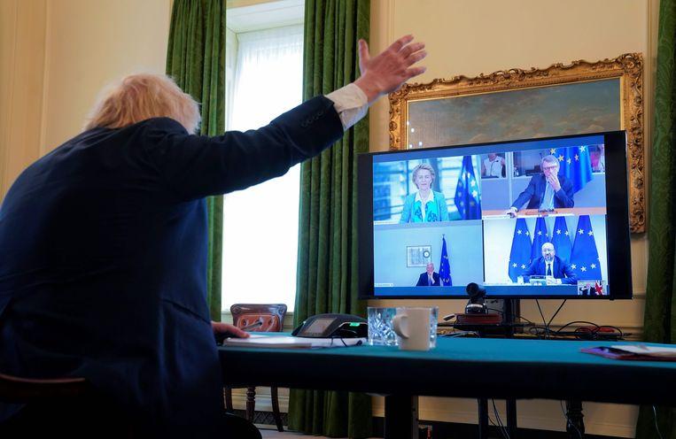 Premier Boris Johnson tijdens de topontmoeting met Brussel op maandagmiddag. Beeld AFP