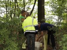 Hulpdiensten druk met emmer vol chemisch afval langs Witteweg in Plasmolen