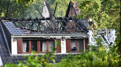 Ventilator raakt oververhit: huis brandt volledig uit