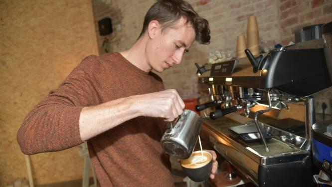"""Grote opening uit voorzorg uitgesteld, maar Kobe (30) van koffiebranderij GAYO houdt van improviseren: """"Corona noopt tot innovatie en lokale samenwerkingen"""""""