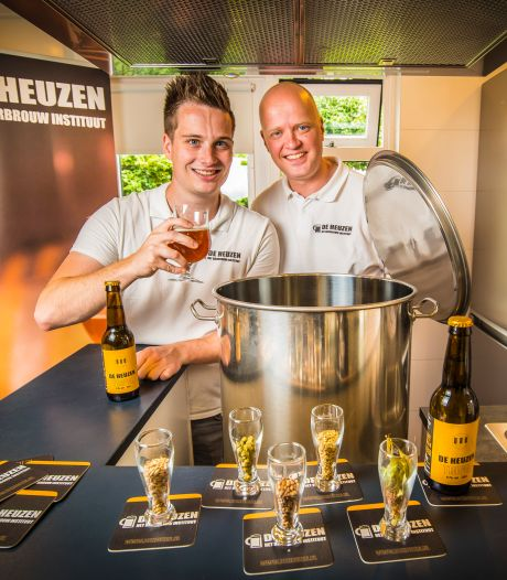 Eerste tripel van Hengelose proefbrouwerij met vleugje sinaasappel: 'Soms stonden ze voor de deur'