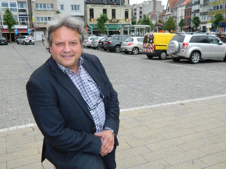 Coördinator Paul Van Hijfte-Ysebaert op de volgeparkeerde Markt van Eeklo.