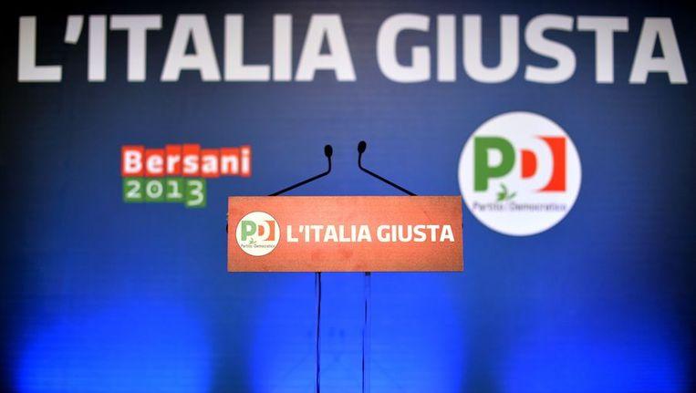 Een leeg podium in een zaal van de Democratische Partij van Pier Luigi Bersani. Beeld afp