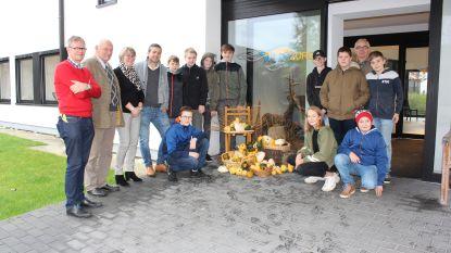 Volkstuinen en leerlingen Agrotechnieken Bernardustechnicum schenken sierfruit aan WZC De Meerspoort in Oudenaarde