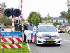 Commotie door politie-actie in Zwolle Zuid: helikopter in de lucht en arrestatie langs het spoor