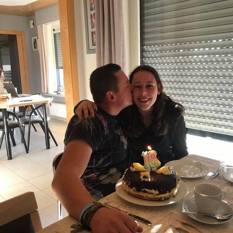 Charlot en haar broer Jonas op haar zestiende verjaardag.