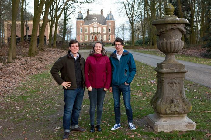 De jubileumcommissie die de festiviteiten rondom het jubileum van Velp voor Oranje coördineert. Van links naar rechts projectleider Maurits de Groot, Fleur Kroone en Jesse Bakker.
