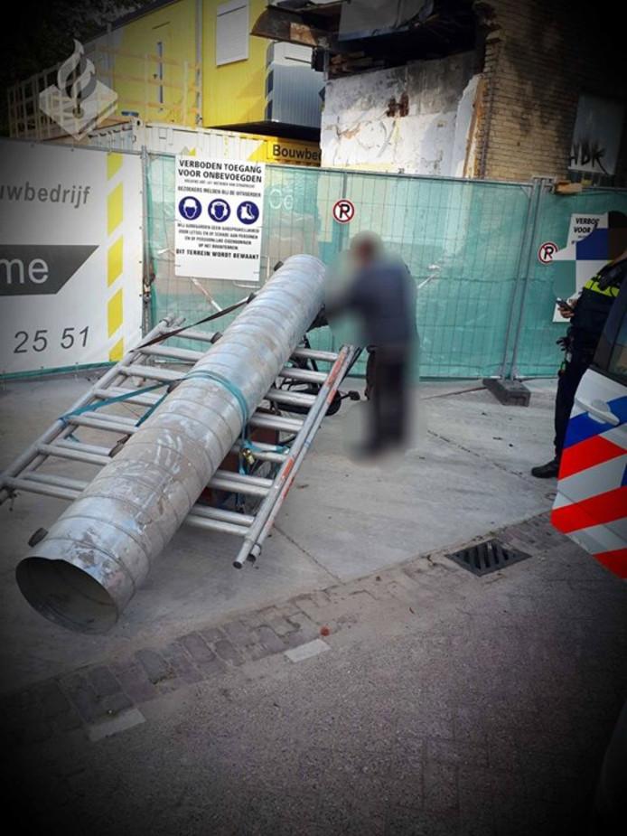 Man probeert bouwmaterialen mee te nemen in Tilburg.