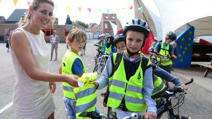 Kinderen uit onze regio kunnen na de herfstvakantie opnieuw veilig naar school dankzij 4000 nieuwe fluohesjes