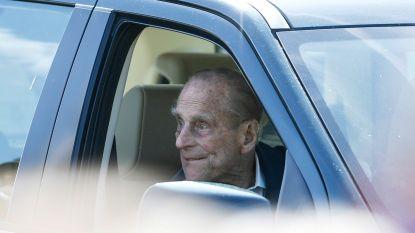 Prins Philip (97) twee dagen na crash weer achter stuur zonder gordel terwijl slachtoffer op verontschuldiging wacht