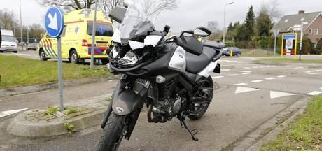 Motorrijdster gewond na botsing tegen paal bij Molenhoek
