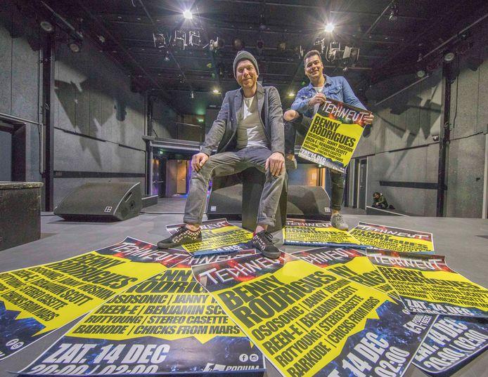 Rinus Bloem (l) en Giovanni de Callafon in de grote zaal van 't Beest, waar ze zaterdag het festival Techneut houden.