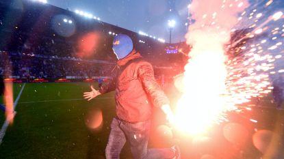 KRC Genk-supporter (20) gearresteerd na gooien met Bengaals vuurwerk in vak Standard Luik