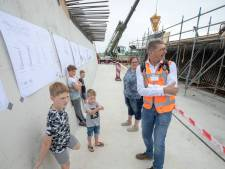 Tunnelbakken rond 23 augustus onder Veenendaals spoor geschoven