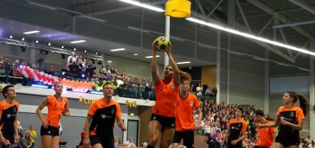 Oranje geeft korfbalshow in Terneuzen