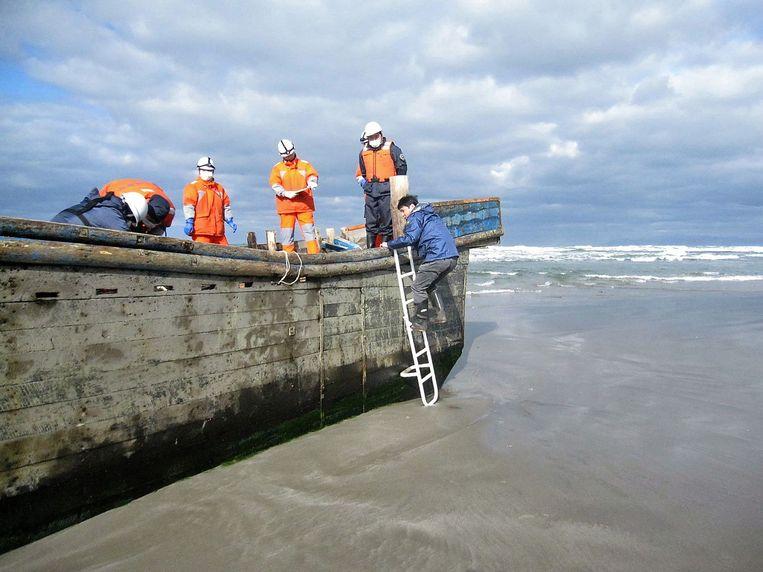 Eind november vorig jaar doorzocht de Japanse kustwacht ook een houten boot die waarschijnlijk afkomstig was uit Noord-Korea.  Daar werden toen acht lijken aangetroffen.