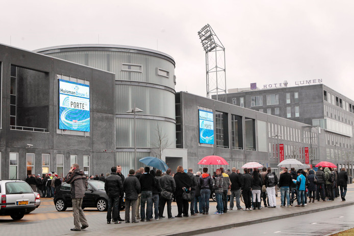 3f62e25319d Opnieuw online veiling stadionreclame PEC | Zwolle | destentor.nl