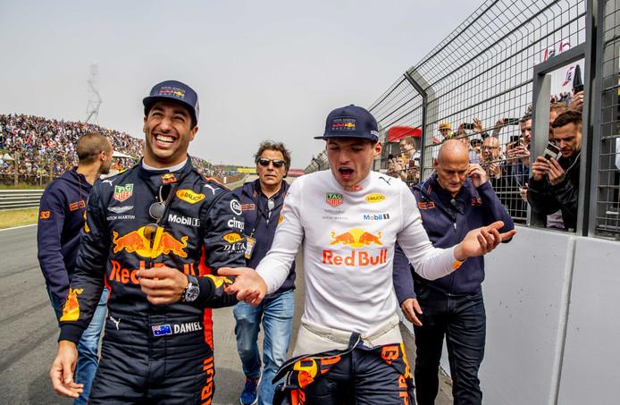 Dit weekeinde is het een drukte van belang bij de Jumbo Racedagen op het circuit van Zandvoort waar Max Verstappen demonstraties geeft in zijn Red Bull-racewagen. Ook deelt de Nederlandse raceheld handtekeningen uit en rijdt hij in een Aston Martin, met een caravan achter zich aan, een caravanrace. Foto Robin Utrecht