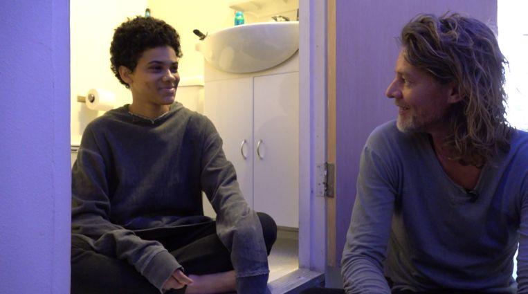 Tygo Gernandt (rechts) en Jason in 'Tygo in de psychiatrie'. Beeld EO