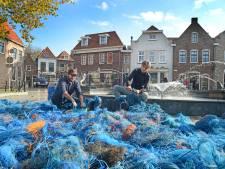 Plasticzee bedekt Plein Montmaertre voor even