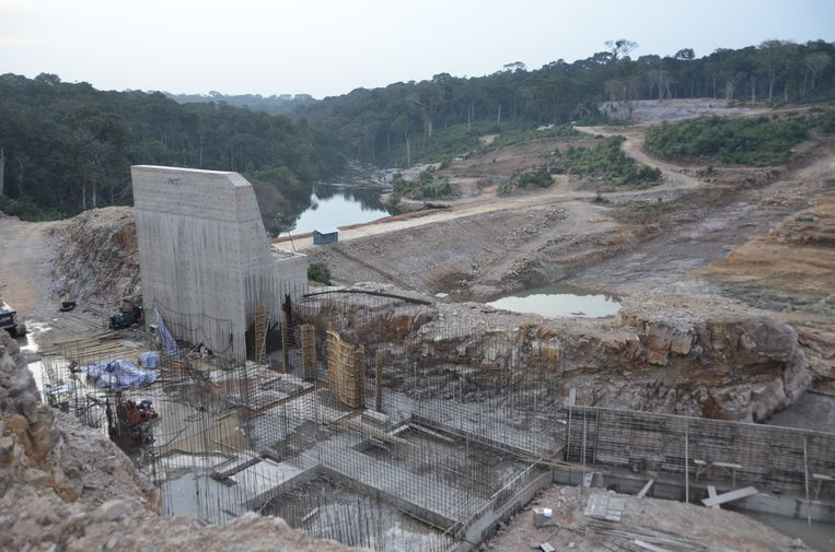 Stuwdam in aanbouw. Beeld null