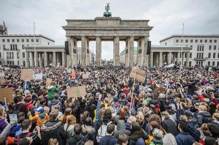 Thunberg sprak de menigte toe aan de Brandenburger Tor.