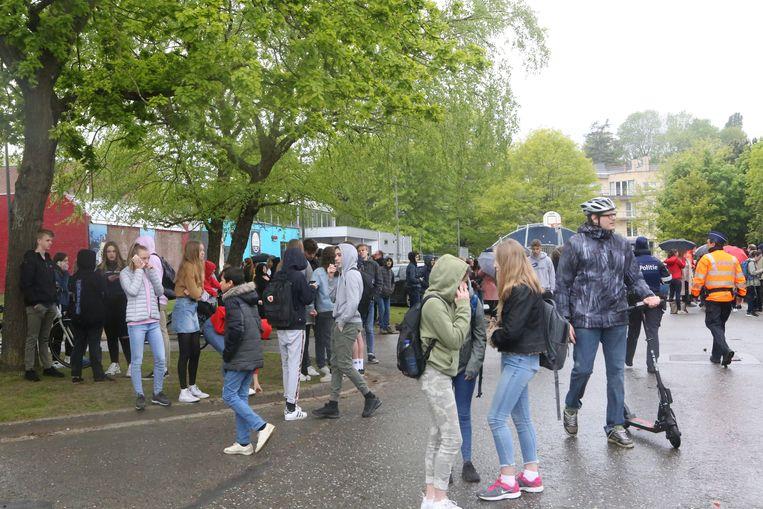 In Aarschot verzamelden heel wat leerlingen op de Demervallei na de bommelding