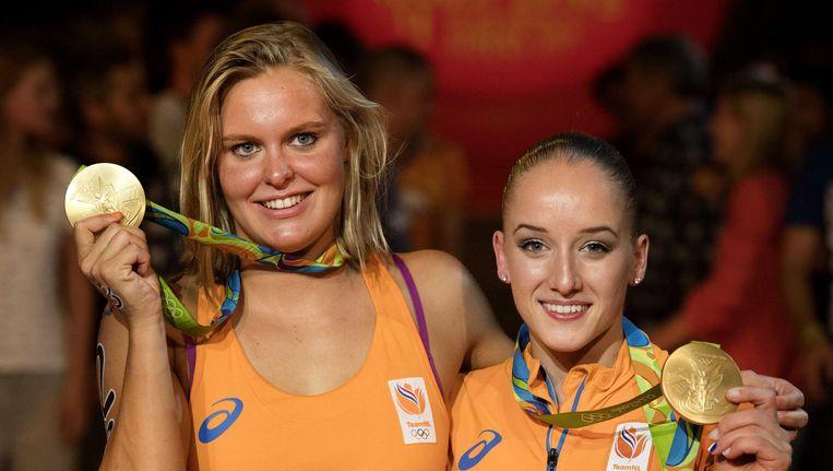 Sharon van Rouwendaal (l) en Sanne Wevers wonnen beiden goud afgelopen maandag Beeld anp