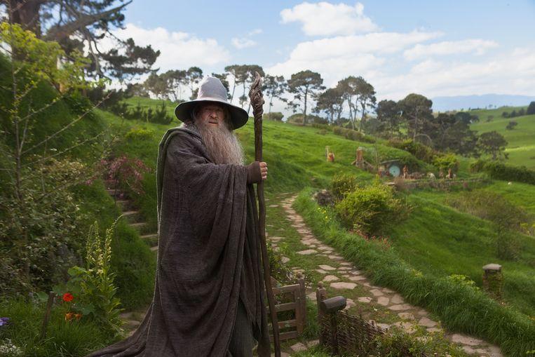 Acteur Ian McKellen, als Gandalf in 'The Hobbit: An Unexpected Journey', te midden Hobbiton.