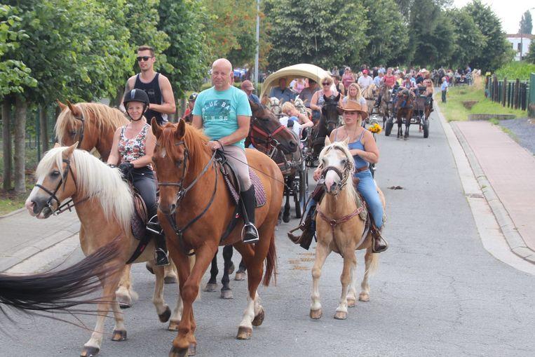 De 15de paardenommegang van Bambrugge kende een recordopkomst.