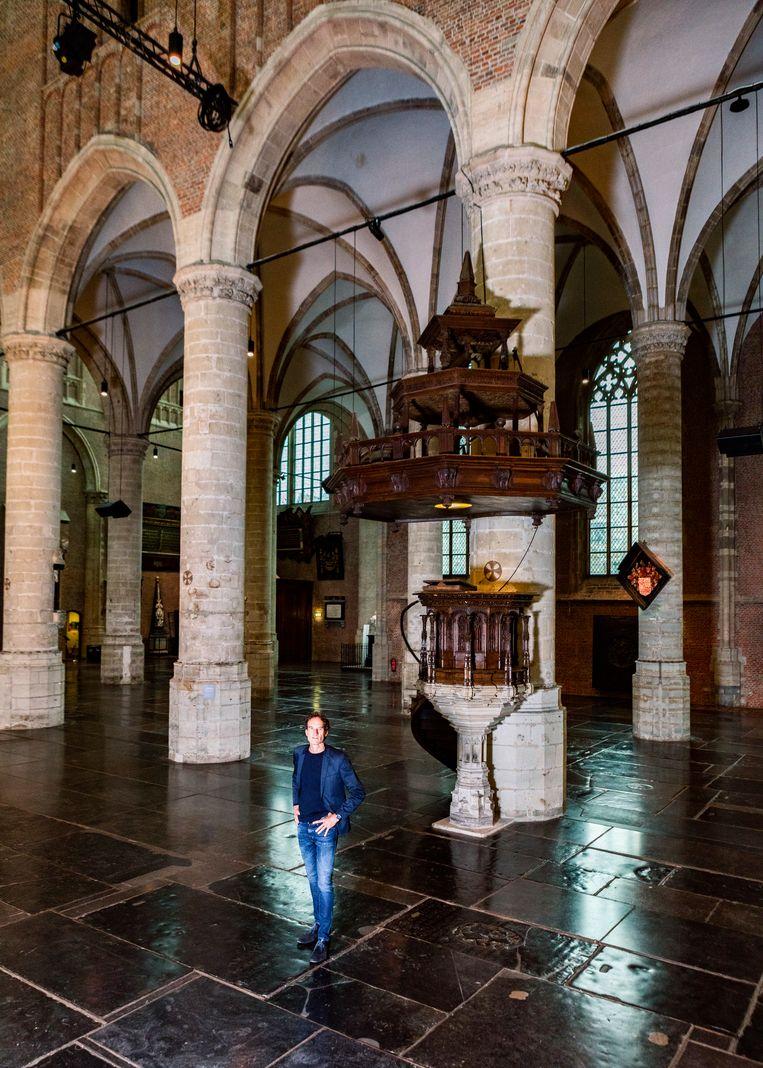 Onno Blom in de Pieterskerk in Leiden Beeld Hilde Harshagen