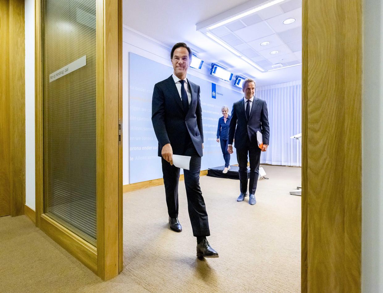 Premier Mark Rutte en minister van volksgezondheid Hugo de Jonge na afloop van de persconferentie over nieuwe coronamaatregelen van afgelopen vrijdag.
