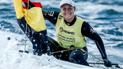 Wereldkampioene! Emma Plasschaert pakt eerste Belgische gouden medaille ooit op WK zeilen