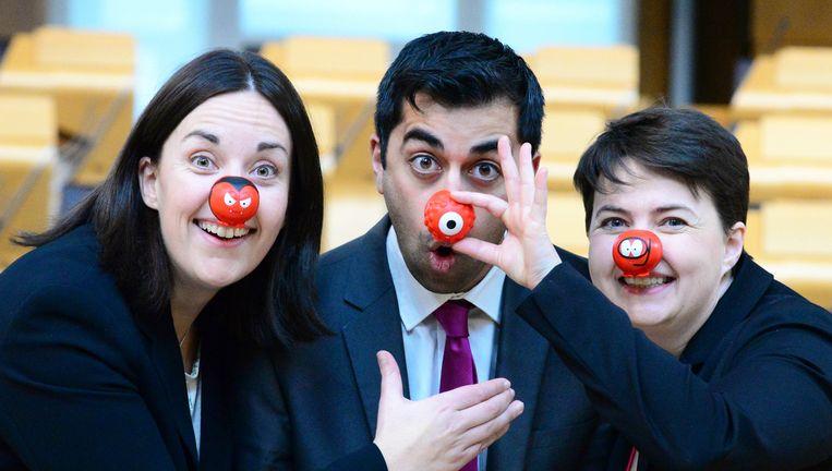 Schotse politici van drie partijen doen afgelopen vrijdag mee aan Red Nose Day, een Britse geldinzamelingsactie voor goede doelen, Comic Relief. Kezia Dugdale (Labour), Humza Yousaf (SNP, Schotse minister voor Europa en Ontwikkelingssamenwerking) en Ruth Davidson (Conservatieven) in het Schotse parlementsgebouw. Beeld Ken Jack / Demotix