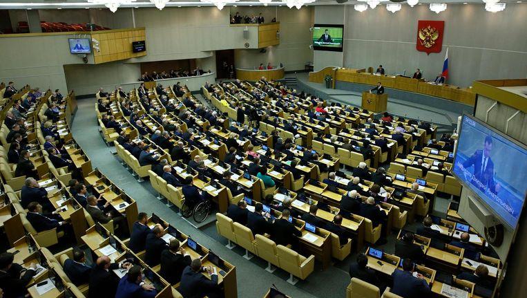Premier Medvedev spreekt het Russische parlement toe. Beeld epa
