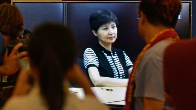Gu Kailai, de vrouw van Bo Xilai, op een videoscherm in de rechtszaal. Beeld afp