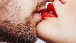 """Internationale kusdag: """"Het is een misverstand dat zoenen alleen voor pubers en prille geliefden is"""""""