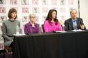 (L-R) Rachel Crooks, Jessica Leeds, Samantha Holvey en directeur van Brave New Films Robert Greenwald tijdens de persconferentie maandag.