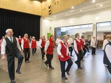 Ouderen dansen de wereld rond in De Pit in Overloon