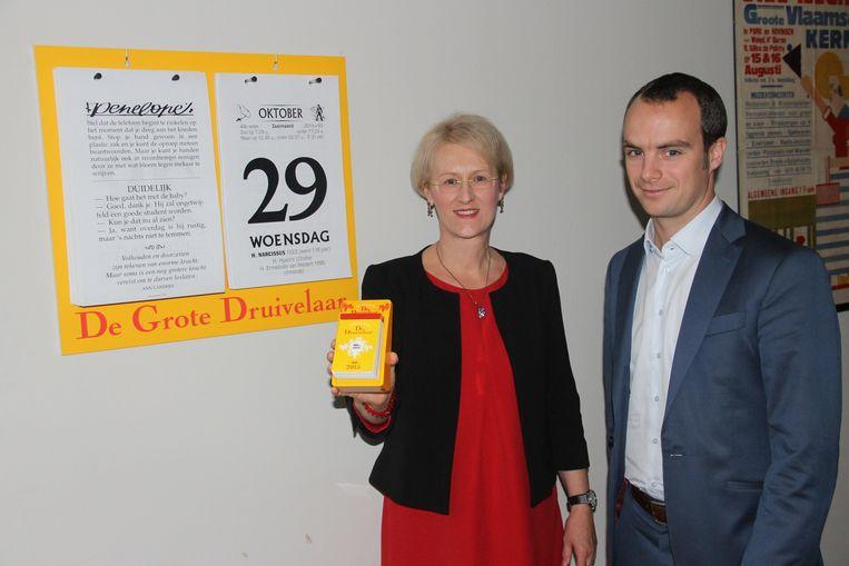 Hoofdredactrice Christine Desmet en zaakvoerder David Strobbe stellen de Staande Druivelaar voor.
