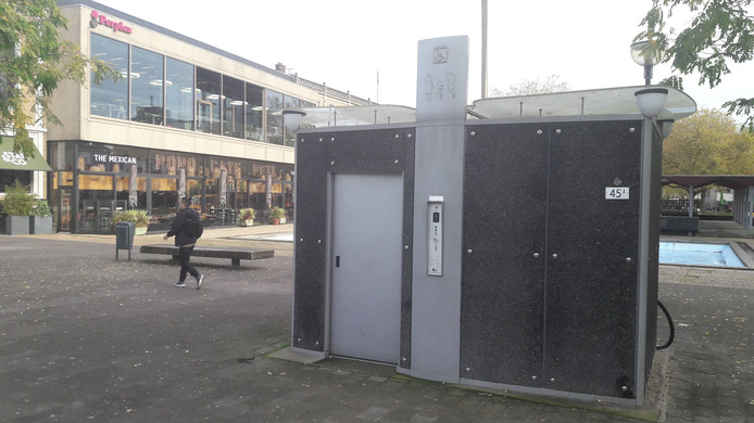 Openbaar toilet op de grens van het Willemsplein en het Gele Rijdersplein in Arnhem