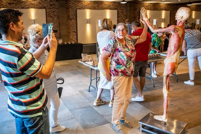 In zaal Merx vindt zondag de expositie Real Human Bodies plaats