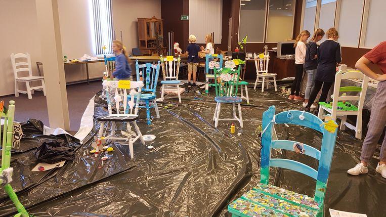 De kinderen konden de toekomststoelen versieren zoals ze zelf wilden.