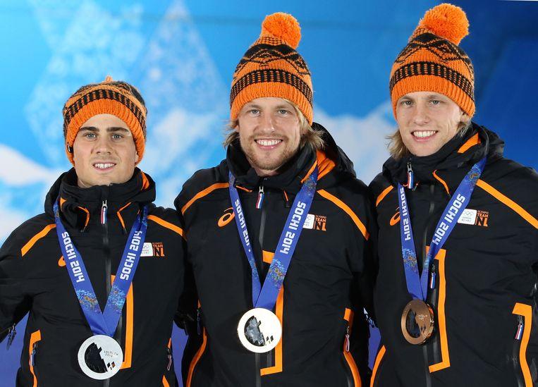 Jan Smeekens, Michel Mulder en Ronald Mulder (vlnr) tijdens de huldiging voor de 500 meter in Sotsji. Beeld afp