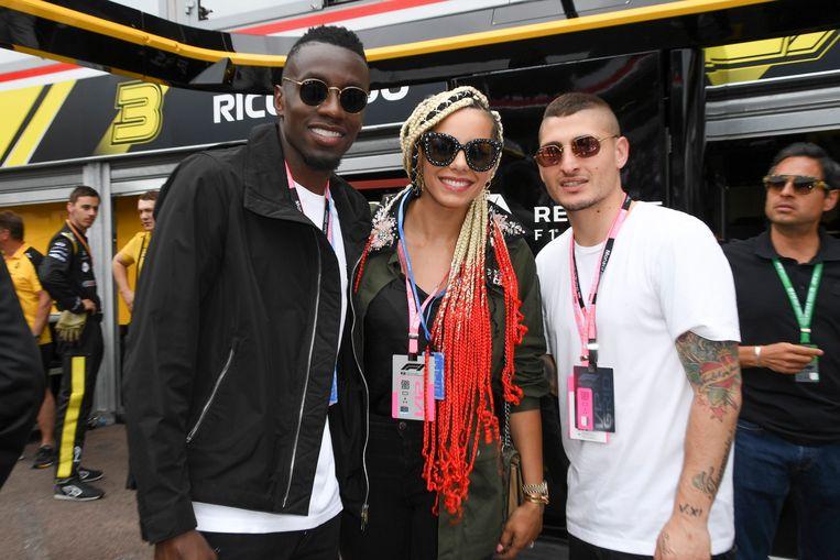 Juventus-speler Blaise Matuidi, zijn vrouw Isabelle en PSG-middenvelder Marco Verratti.